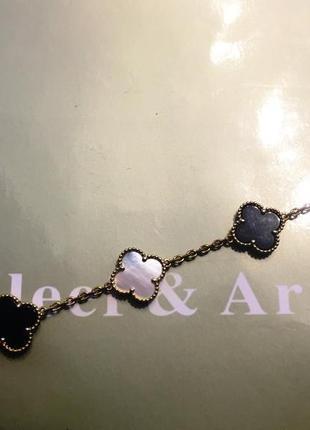 Черно - белый браслет в стиле van cleef & arpels пять больших цветочков в золоте