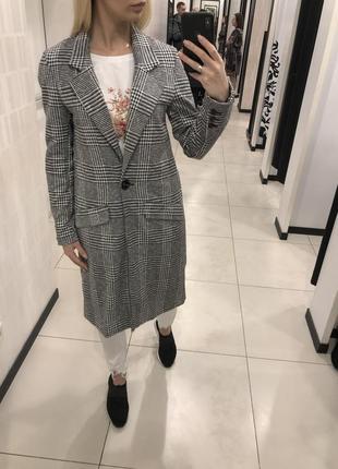 Лёгкое клетчатое пальто серое весеннее пальто. amisu. размеры уточняйте.