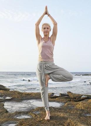 Серые свободные брюки для йоги