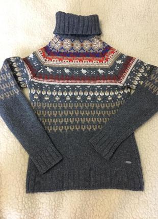 Фирменный шерстяной свитер
