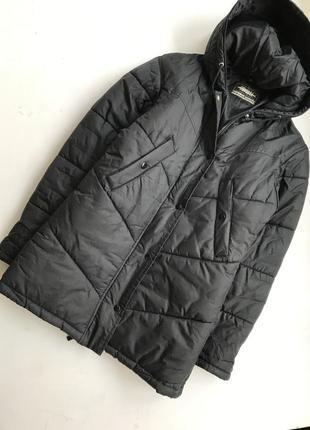 Черное прямое пальто синтепон / дутая куртка длинная / с капюшоном пуховик оверсайз