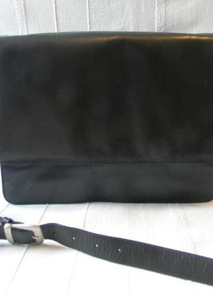 Жен.черная кожаная сумка через плечо