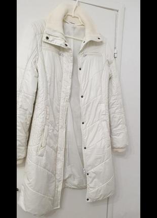 Легкое /очень/ белоснежное пальто куртка. известный бренд.