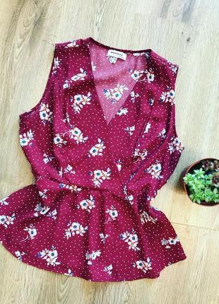 Яркая блуза с баской