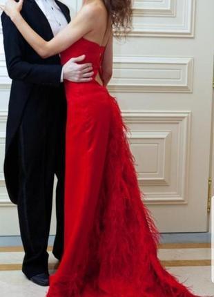 Дизайнерское платье на выпуской от американского кутюрье jazs couture