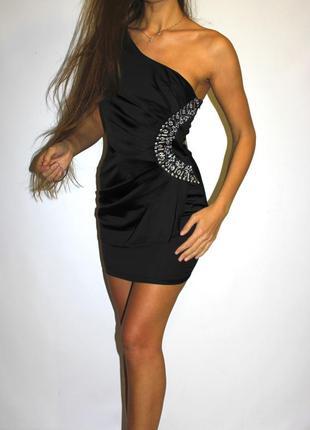 Черное платье по фигуре нарядное, камни на талии -- срочная распродажа --