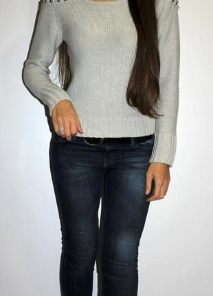 Серый свитер, плечи красиво обшиты -- срочная распродажа --