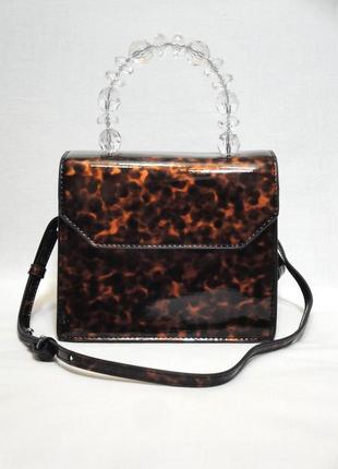 Mango новая стильная маленькая лаковая женская сумка в руках или на плечо от манго