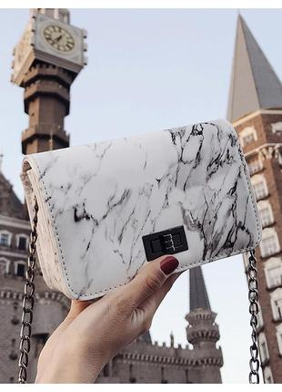 Шикарная новая белая лаковая сумка(сумочка) мрамор