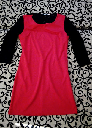 Платье с гипюром красное
