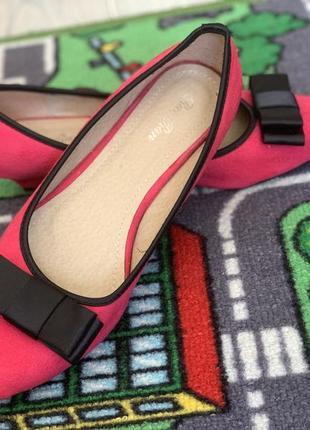 Туфли малинового цвета на маленьком каблуке