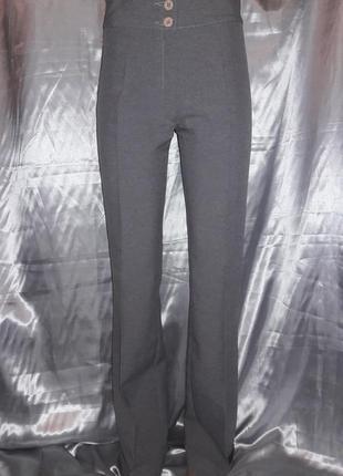 Серые тоненькие брюки-трубы