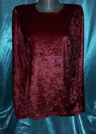 Красная футболка из панбархата