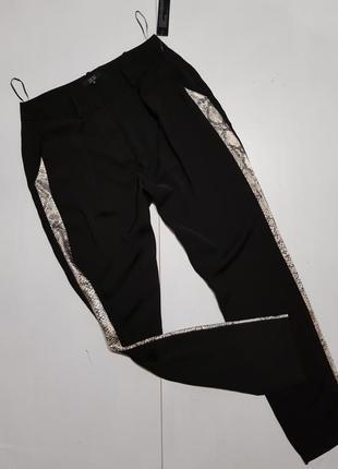 Классные брюки с лампасами размер м