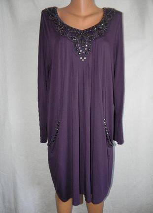 Красивое платье с украшением