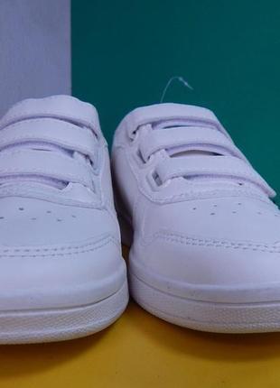 Подростковые белые кроссовки на липучке2