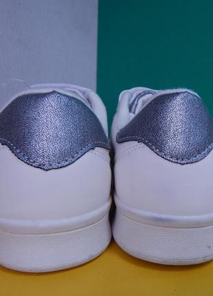 Подростковые белые кроссовки на липучке4