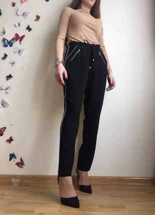 Красиві брюки на шнурівка