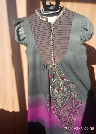Красивое теплое платье с жемчужным воротником