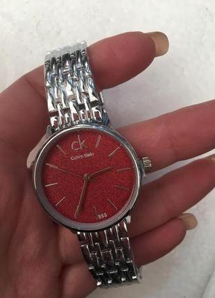 Миниатюрные часы в подарочной коробочке