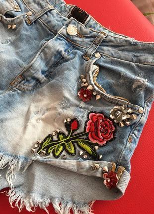 Крутые джинсовые шорты