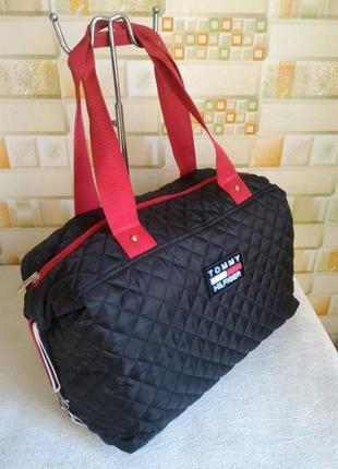 Стильная спортивная стеганная сумка.