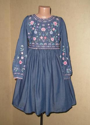 Платье с вышивкой  monsoon  на 10-12 лет в состоянии нового.