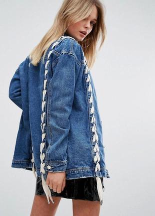Очень крутая плотная удлиненная джинсовка джинсовая куртка со шнуровкой