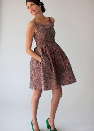 Дизайнерское платье от maria westerlind в тигровый принт с переливом