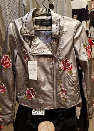 Куртка с вышивкой из экокожи