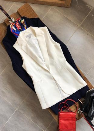 Крутая белая удлинённая жилетка h&m,  размер 36