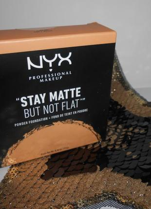Пудра матирующая nyx stay matte but not flat # 5 soft beige1 фото