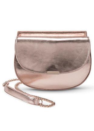 Красива модная сумочка