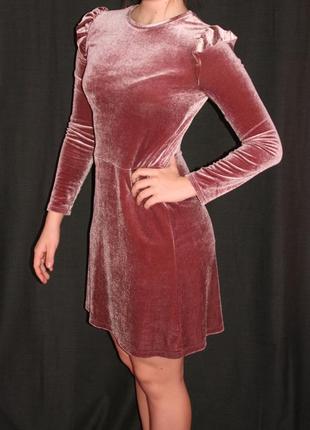 Классное велюровое/бархатное платье с рюшами