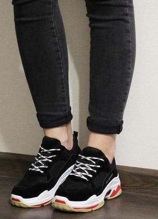 Модные женские кроссовки в черном цвете на толстой подошве