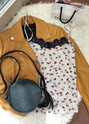 Блуза в бельевом стиле с кружевом