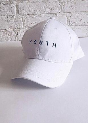 Белая кепка youth