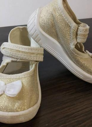 Взуття, босоніжки