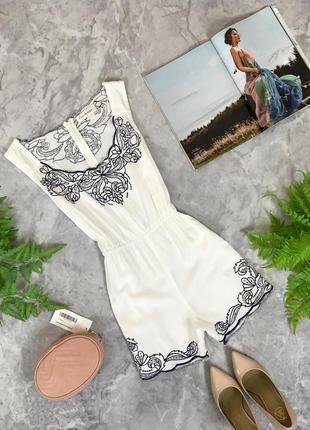 Вискозный комбинезон в белом цвете с контрастной вышивкой  ov1910055