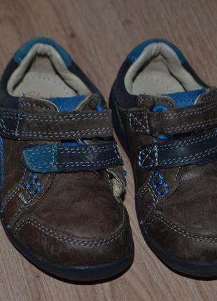 Спорт туфельки кроссовки мальчику clarks 13см мраморная кожа