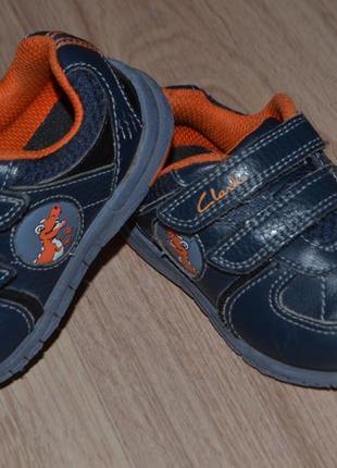 Кожаные кроссовки мальчику clarks 13.5см