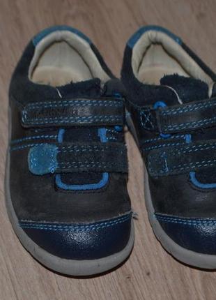 Спорт туфельки кроссовки мальчику clarks 13см