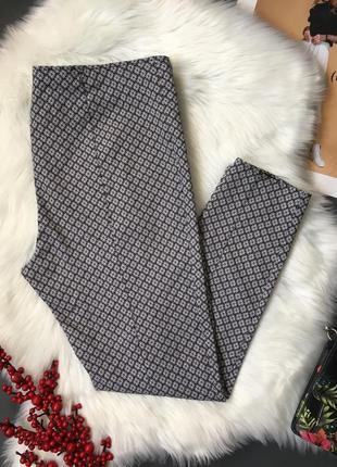 Стрейчевые брюки с принтом