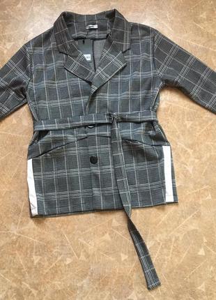 Тренд пиджак в клетку с поясом с лампасами весна 2019