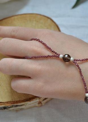 Серебряный слейв-браслет из граната и раухтопаза ′любовный треугольник′