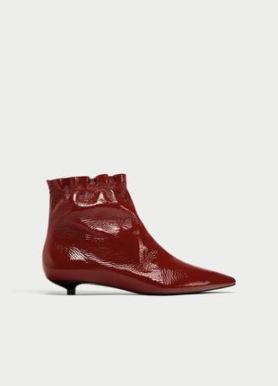 Натуральная кожа  лаковые красные ботинки на невысоком каблуке zara