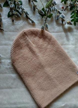 Женская легенькая шапка reserved