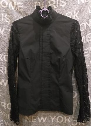 Черная блуза рубашка с гипюровыми рукавами и высоком воротником apart*