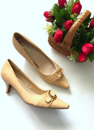 Удобные бежевые туфли кожа на небольшом каблуке