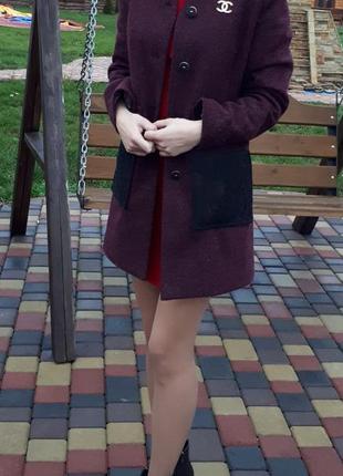 Стильне пальто,весна/осінь, темно рожевого кольору  з кружевними кишенями і надплечниками